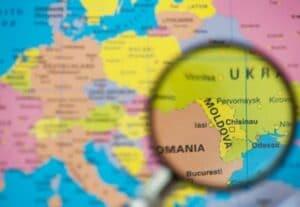 Companiile pot angaja cetățeni moldoveni fără obținerea avizului de muncă